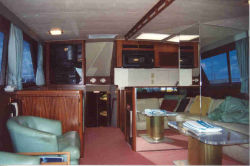 1987 55' Hatteras Convertible for sale - Salon