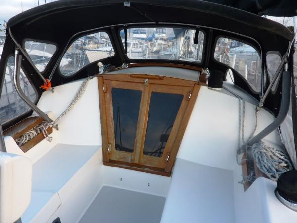 The Catalina 30 has no real bridgedeck to prevent downflooding if the boat ...