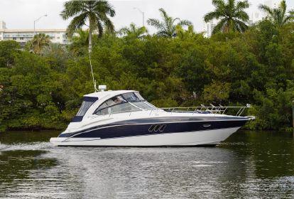 2009 Cruisers Yachts 38 Express