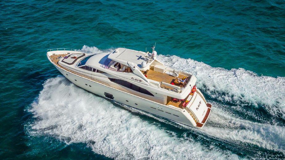 Ferretti Yachts 881HT